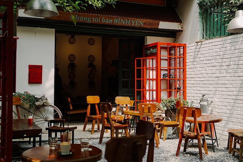 Tiny Post Cafe Trường Chinh - Không gian cà phê sách Vintage nhẹ nhàng